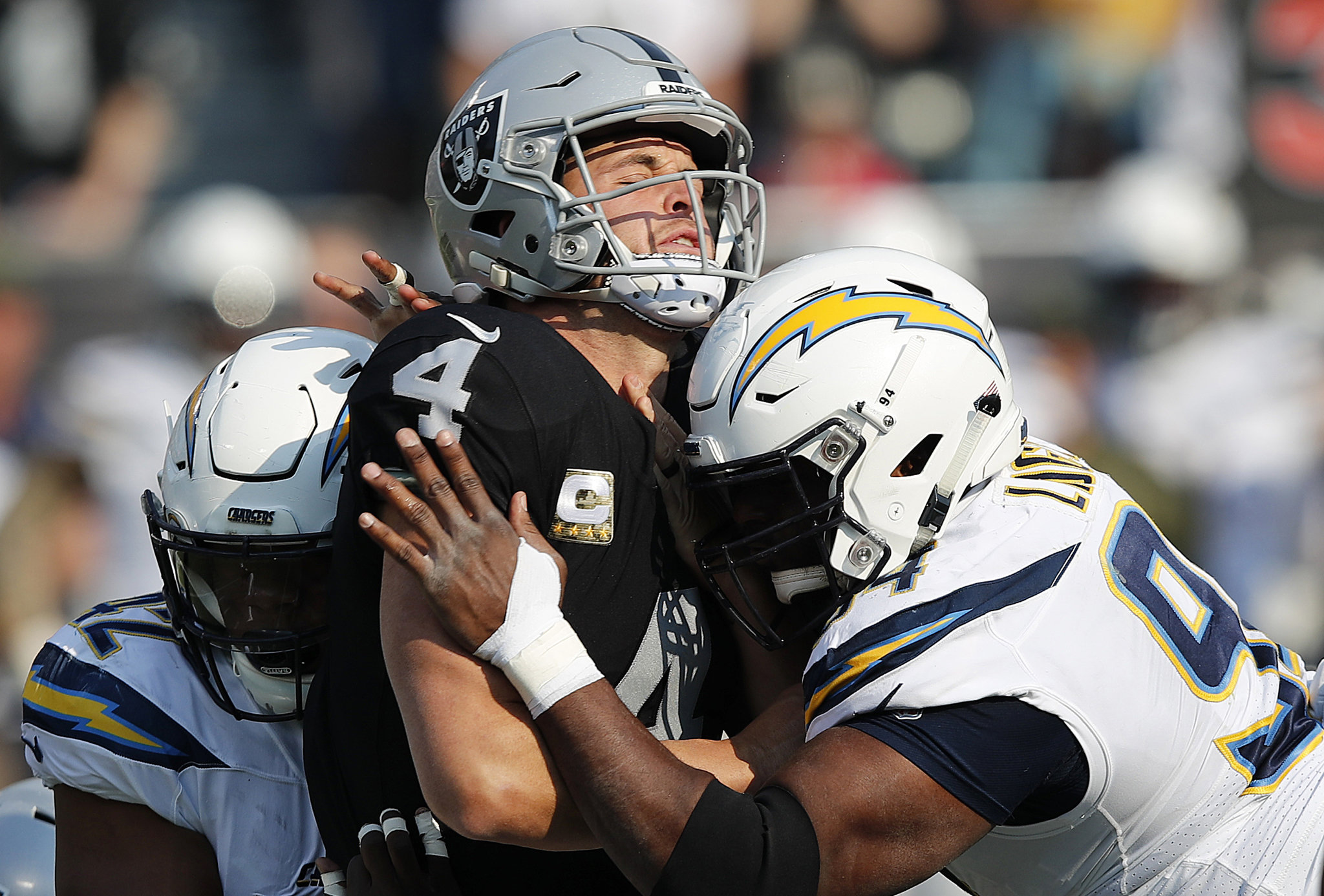 chargers-raiders-football-f40a02cd852973b8.jpg